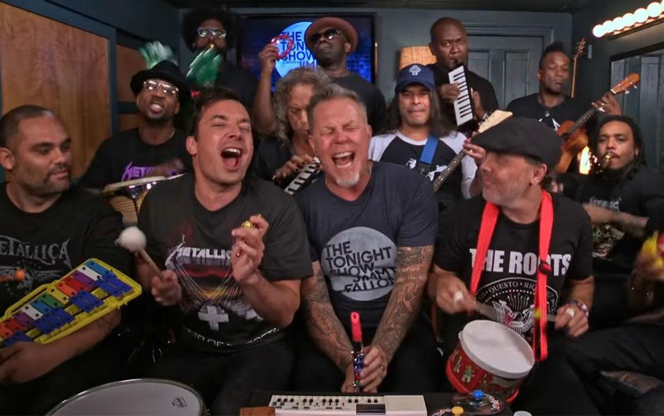 Metallica toca Enter Sandman con juguetes