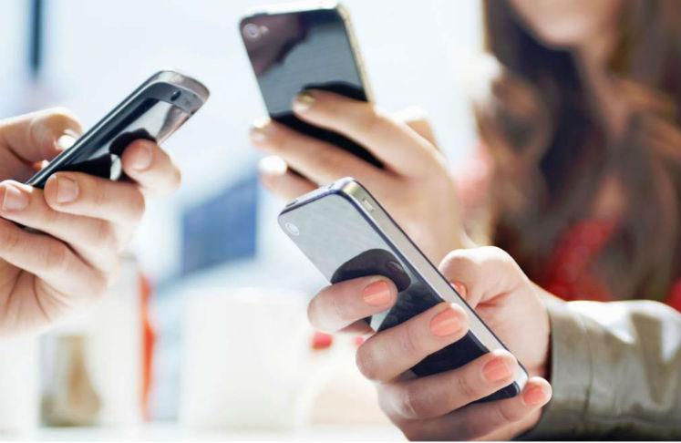 uso del celular afecta la salud de los jóvenes