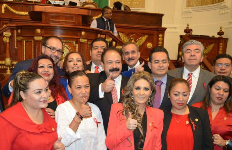 El programa del Dr. Armando Ahued, Médico en tu casa, se convierte en ley