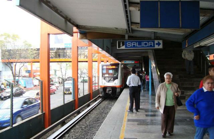 Cierran estaciones de metro de Taxqueña a Xola