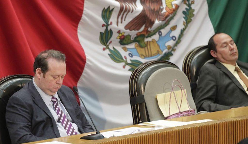 senadores piden puente vacacional